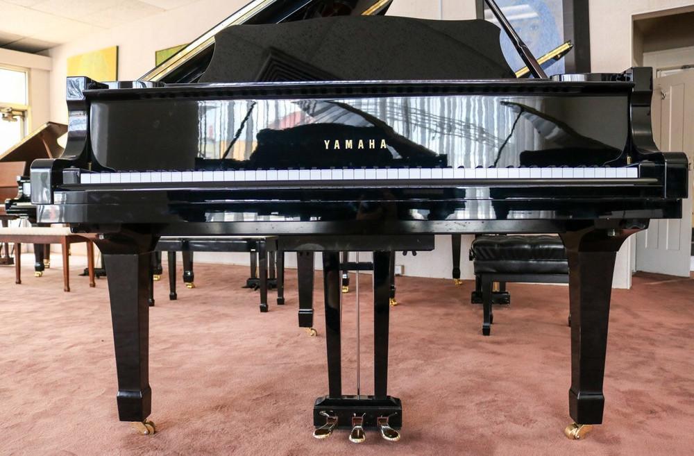 Yamaha Yamaha C3 61 Conservatory Grand Piano Polished Ebony w/ Bench