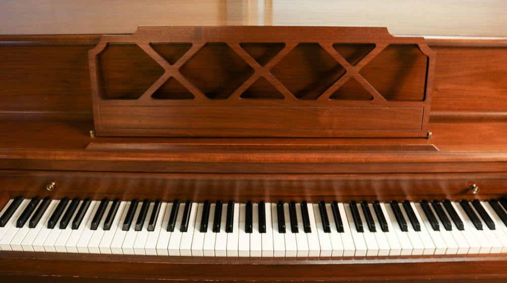 Kohler and Campbell Kohler and Campbell Console Piano w/ Bench