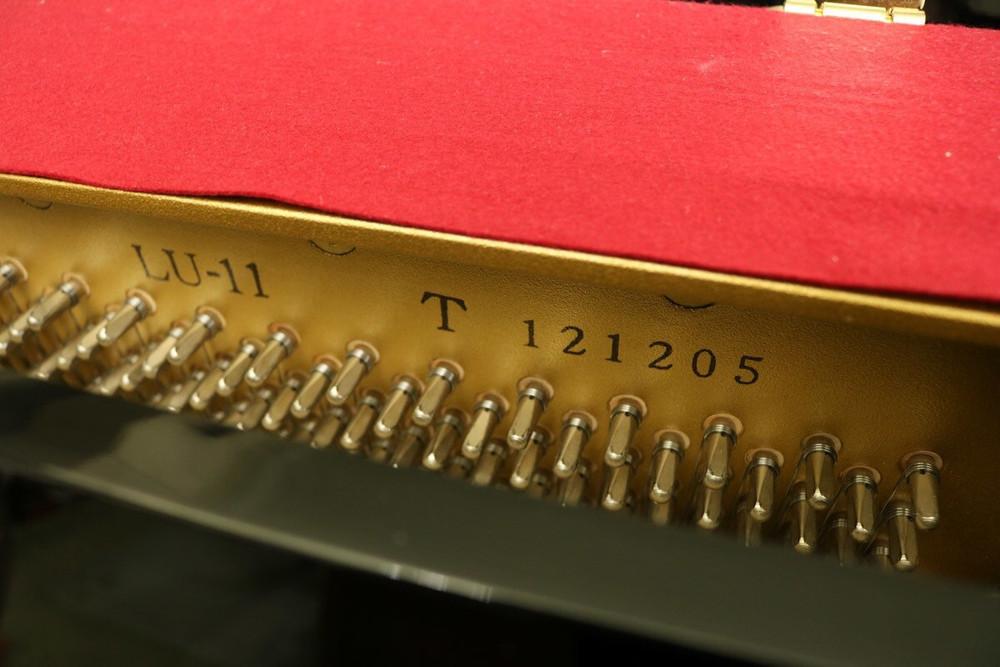 Yamaha Yamaha LU-11 Console Piano Polished Ebony w/ Bench