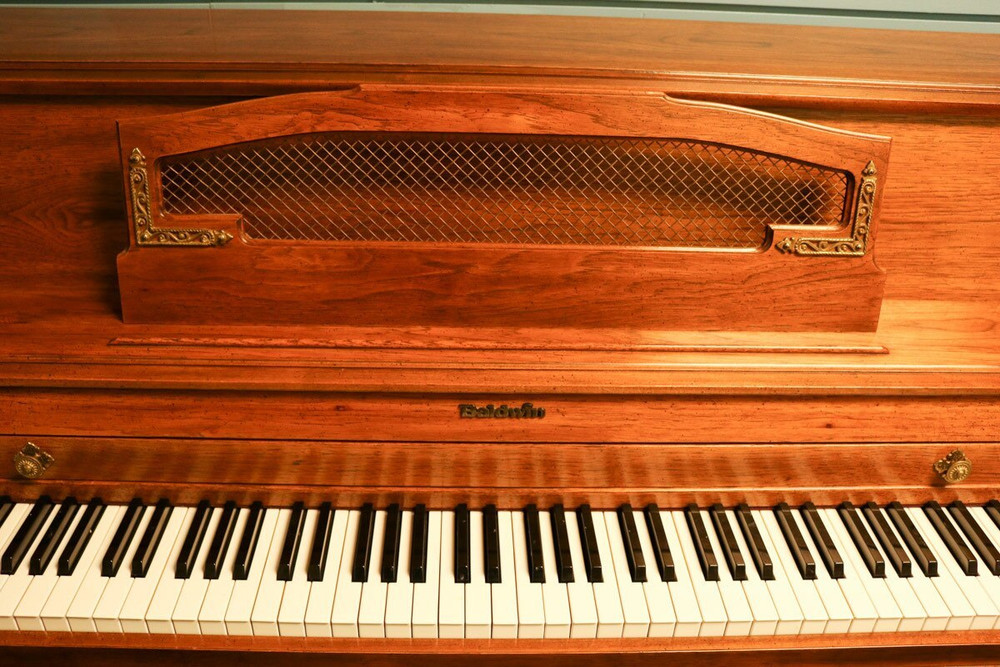 Baldwin Baldwin Console Piano Walnut
