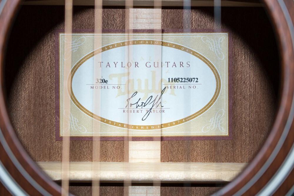 Taylor Guitars Taylor 320e-SEB Dreadnought Acoustic-Electric Guitar Shaded Edge Burst