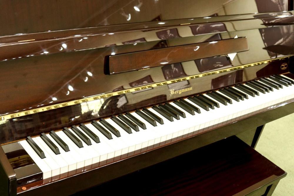 Bergmann Bergmann Studio Piano Mahogany w/ Bench