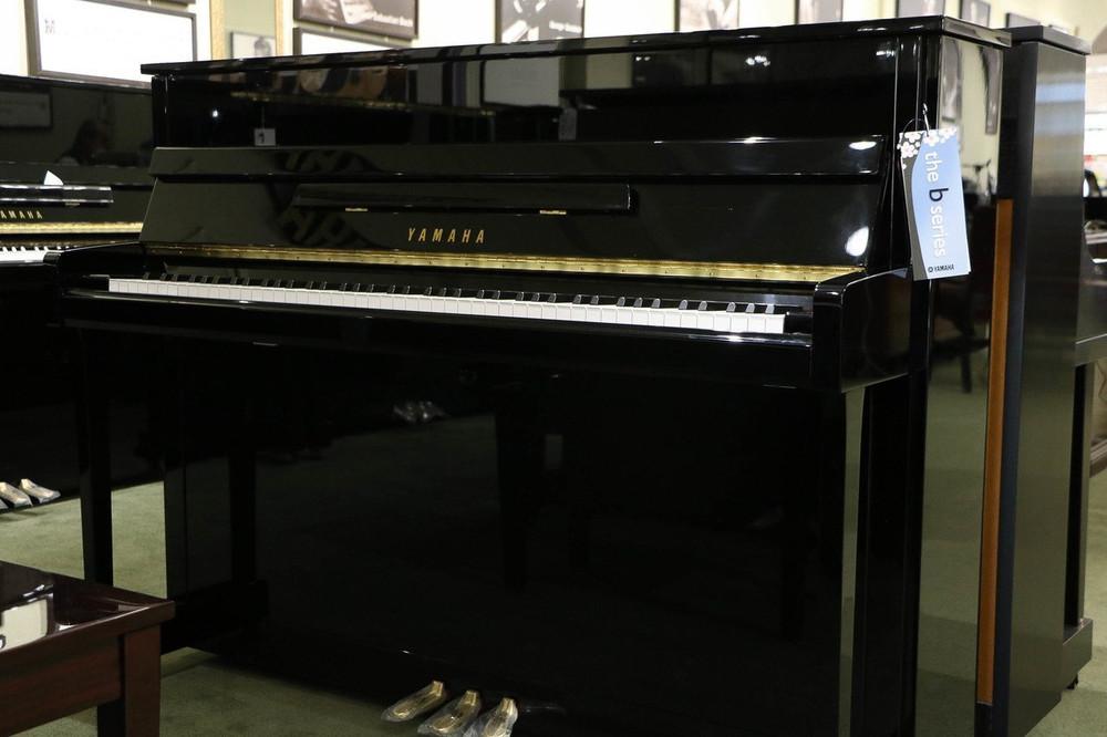 Yamaha Used Yamaha B2 44 Acoustic Upright Piano - Polished Ebony