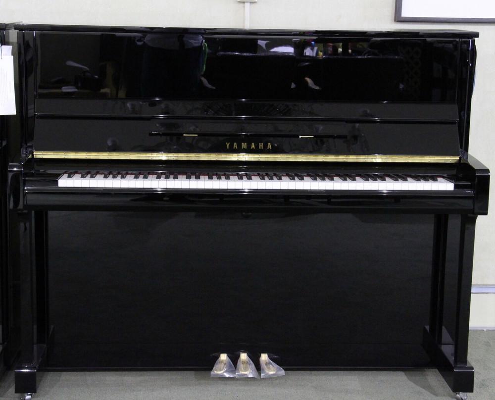 Yamaha Used Yamaha B3 48 Upright Piano Polished Ebony