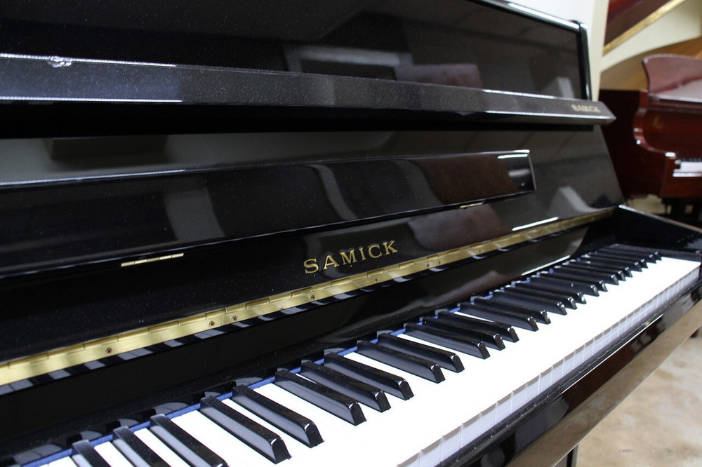 Samick Samick S-108S Upright Piano or Polished Ebony