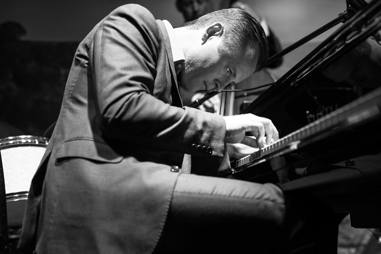 FREE EVENT: Doc Watkins of Jazz TX performs on the 9'1 Shigeru Kawai SK-EX
