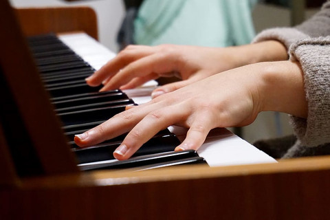 Tips To Reduce Pauses While Playing Piano
