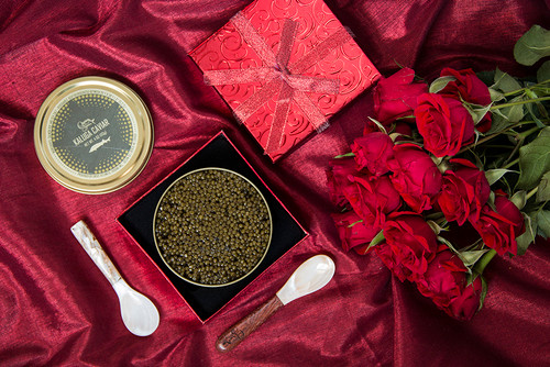 Includes 4oz Imperial Kaluga + Red box + 1 Mother of Pearl Mosaic Handle Spoon