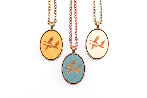 Small Cameo Pendant - Geese (Flying)