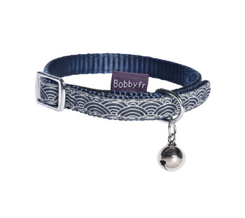 Very fashionable Japanese inspired pattern Nylon collar adorned with a bell for cats. Stitched braid on nylon strap. Rapid elastic closure. Anti-strangulation system.