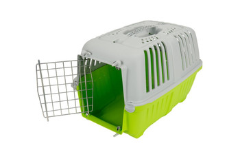 Let your pets travel in style with our PRATIKO Metal range. Sturdy plastic transport cases for Dogs and Cats. Features frontal metal gate with candy colour hood.Size :L48xW31.5xH33.