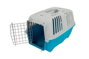 Let your pets travel in style with our PRATIKO Metal range. Sturdy plastic transport cases for Dogs and Cats. Features frontal metal gate with candy colour hood.Size :L55xW36xH36.