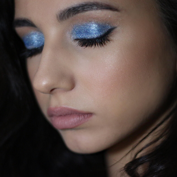 Sheer Miracle Pure Mineral Eye Shadow in Island Blue