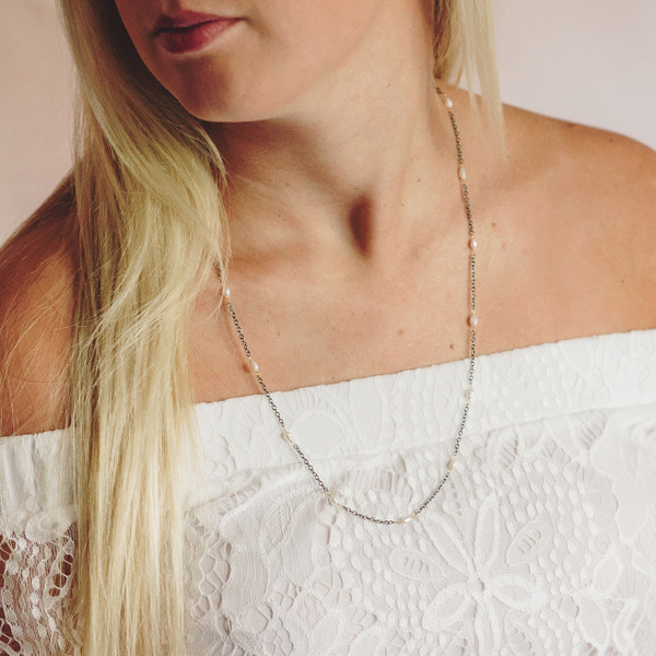 Gunmetal Chain with Pearls Necklace/Medium