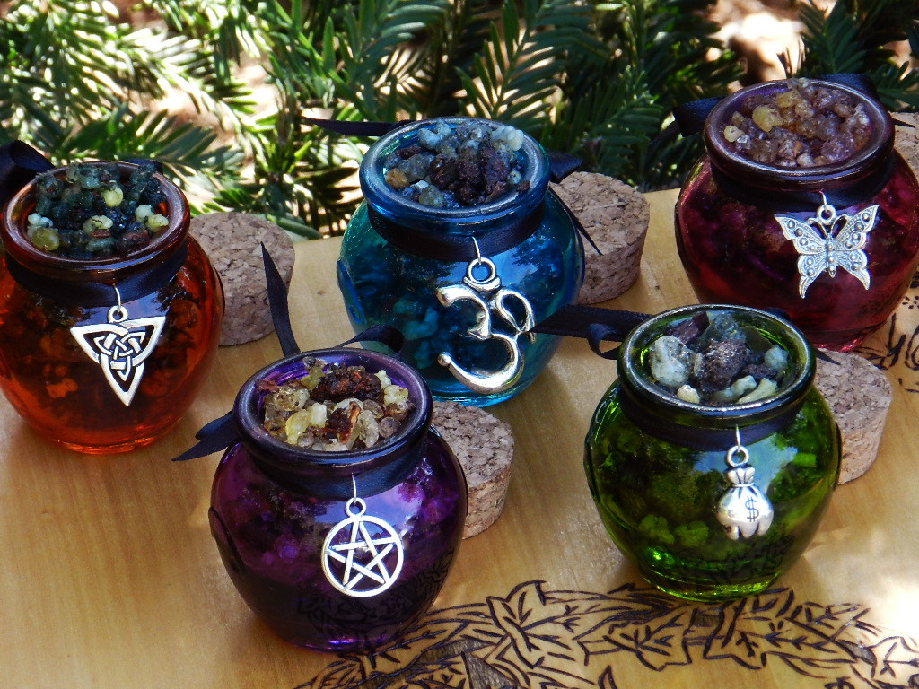 Witches of Samhain Honey Heartwood Resin Pot
