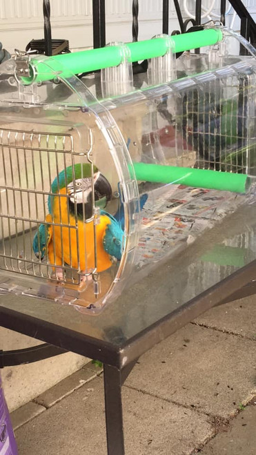 Clear structure of this unique, lightweight travel cage delivers 360 degree visibility to birds, while still offering them safety.
