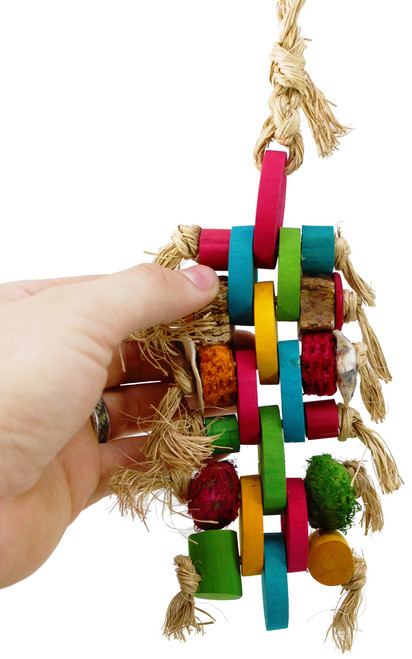 41357 Medium Linx is the perfect starter toy for those small to medium sized feathered friends. A colorful array of mahogany pods, corn husks, bamboo, and abaca will entice your companions into fun, healthy, play activities.