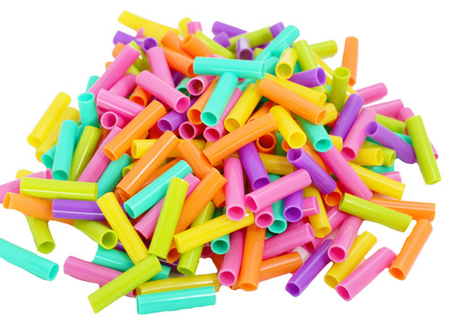 40345 Colored Plastic Straw Beads are perfect for threading, making necklaces, and a variety of other crafts. Each tube measures approximately 1 inch long, with an opening between 4mm-5mm.