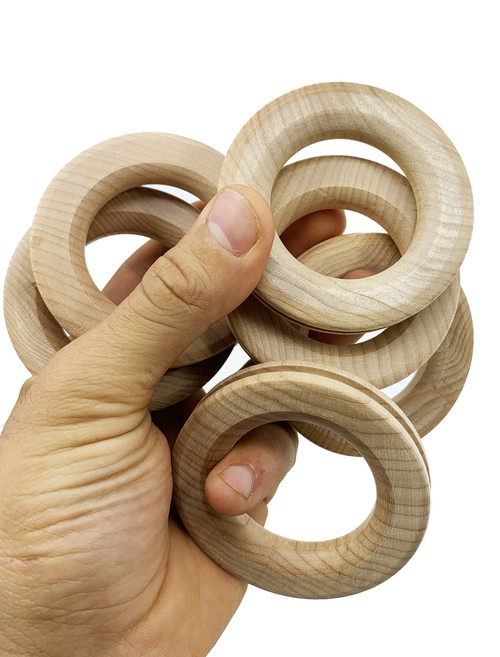 The 3189 pk6 2.75 Inch Ribbed Wood Rings are the classic foot toy that your pet bird will love to play with! The 3189 comes with six wooden rings that all have a great natural look with their uncolored wood.
