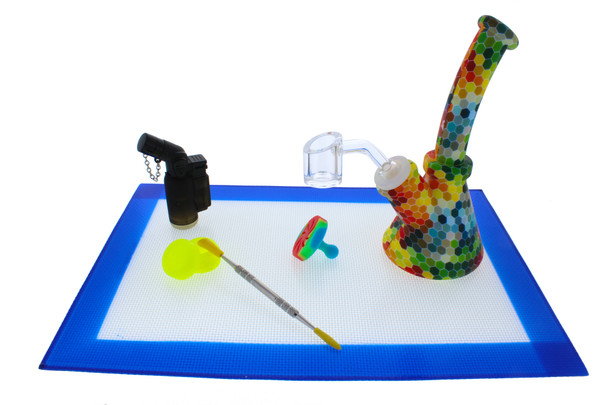 "7"" Honeycomb Rainbow Silicone Dab Rig Kit with Quartz Banger (7 Piece Silicone Dab Kit)"