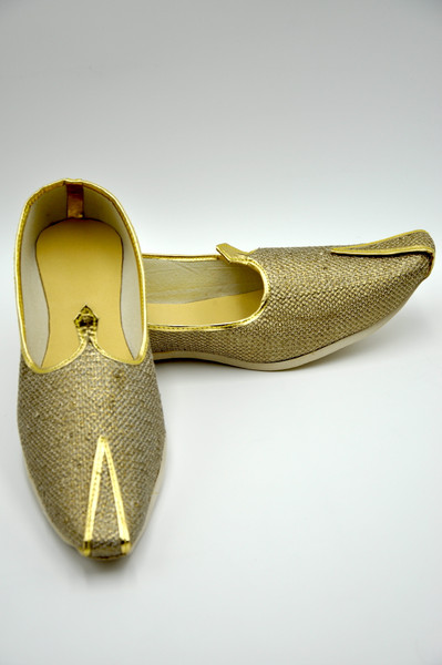Punjabi Jutti (Golden Saap)