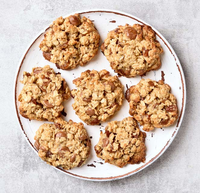 Learn to make oatmeal cookies without added sugar.