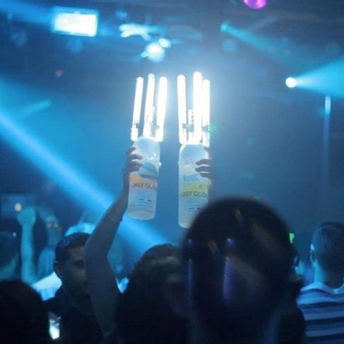led_bottle_sparklers_kingofsparklers_sparklers_champagne_bottle_sparklers_led_sparklers_sparks1