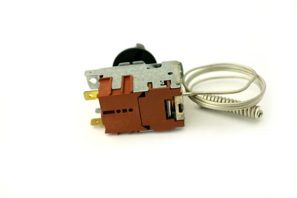 Back view of the True 988266 Temperature Control made by Danfoss (077B1212).