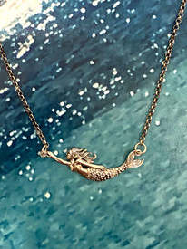 Clever Mermaid on a shipwrecked chain!