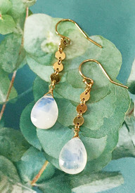 Moonstone and gold is a natural combination