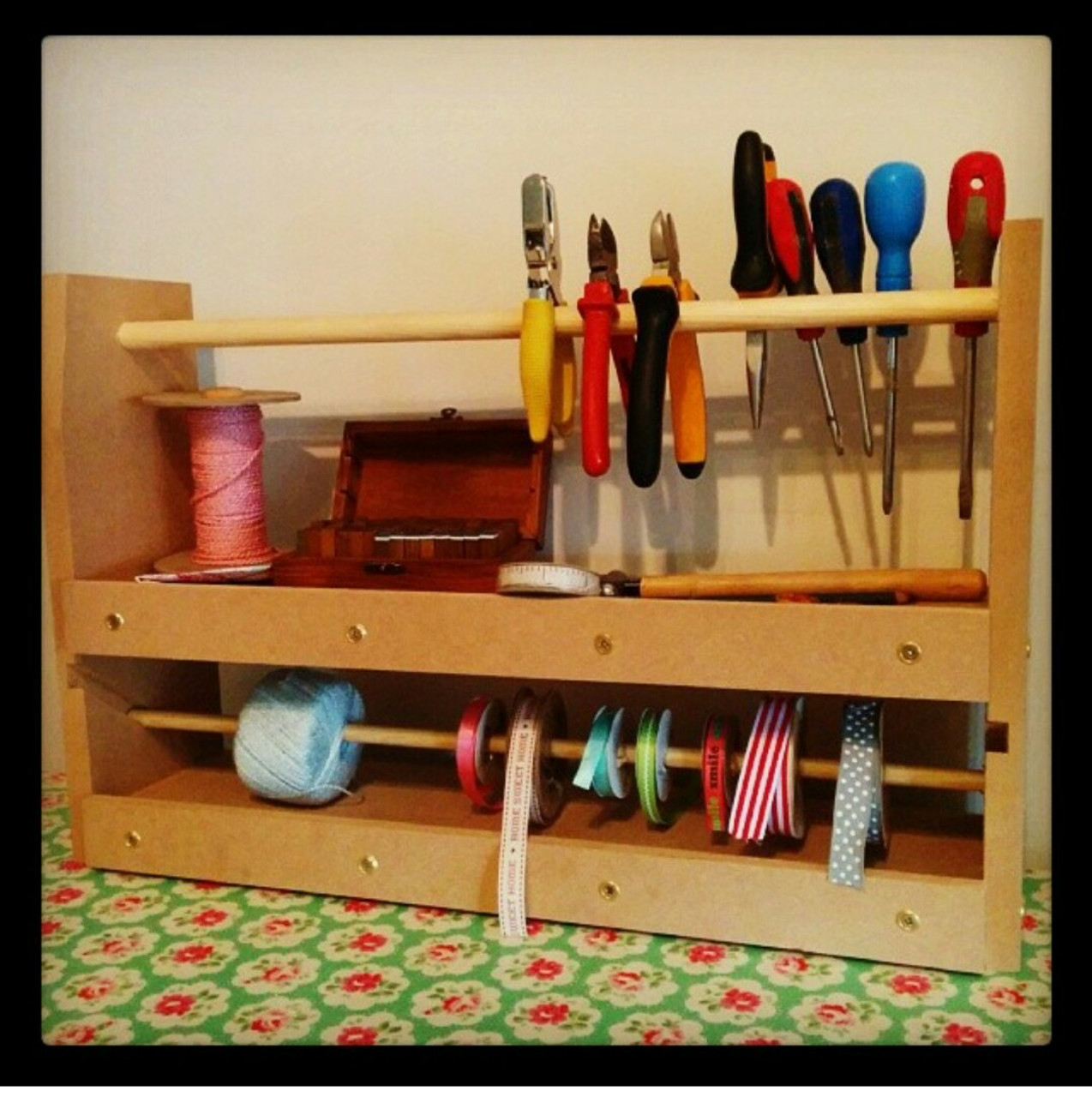 Receive this sturdy tool station for FREE when you order a bench with drawer! * Offer valid through the month of November only.