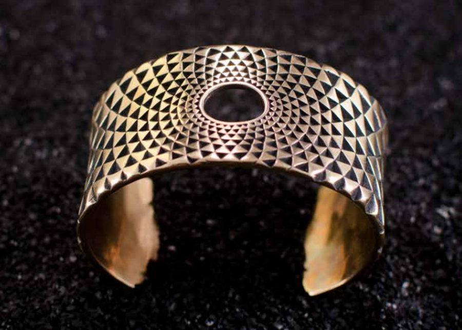 Make your own texture, and create this wonderful Golden Bronze Bangle using the inversion Technique. Masterclass 23-24 March 2019 in Wareham, Dorset UK with Clément Marquaire - Geometrically Stuck