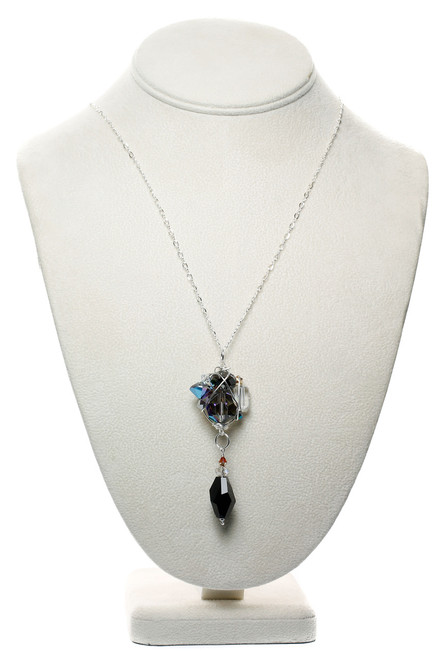 Pendant necklace with cluster of crystals