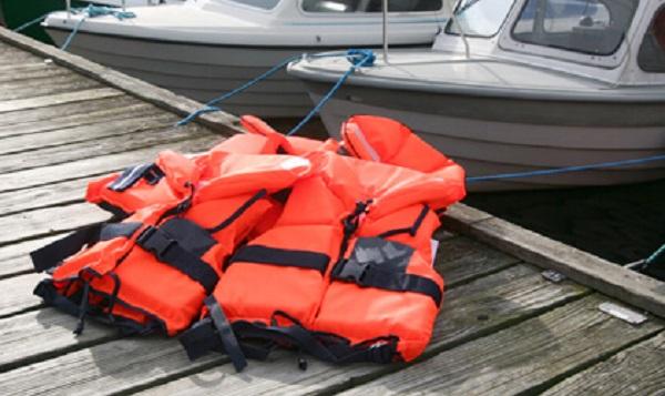 life-jacket-lake-river-boat-safety-25.jpg