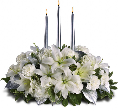 This silvery centerpiece is so elegant it practically speaks for itself. Perfect for a Christmas, New Year's or any other winter gala, its shimmery sophistication will light up the room.