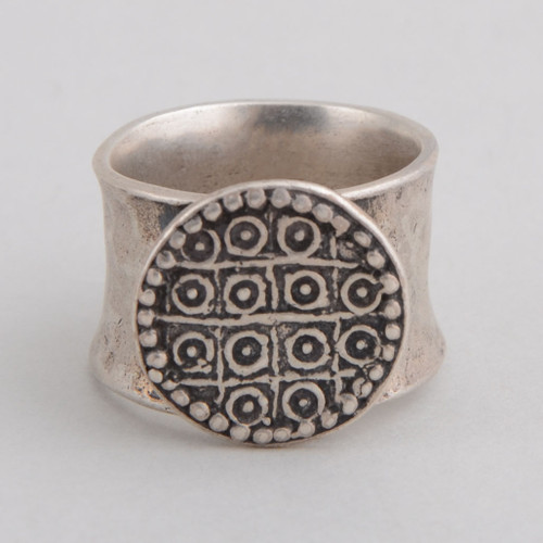This Peyote Bird ring features wonderful Sterling Silver work!