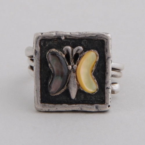 This Peyote Bird ring features Shell and Sterling Silver!