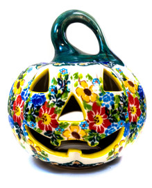 Smiling face of this colorful porcelain haunt