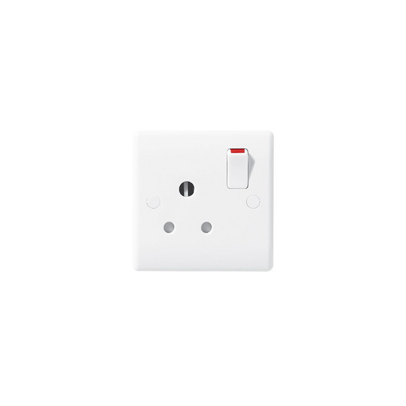 Nexus White Moulded 899 1 Gang 15 Amp Round Pin Switched Socket in White