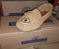 Wakonsun Women's Hazelnut Beaded Leather Sole Moccasin