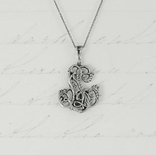 Lena - Cut Out Necklace