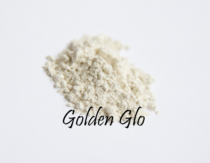 Soft golden glo. Perfect for highlighting brow line, or in formulations where you want gold, but not sparkle.