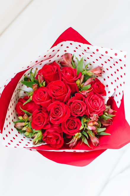One dozen red roses - FREE DELIVERY