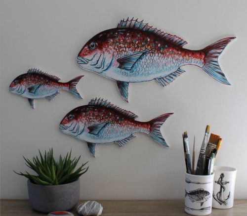 Set of 3 Snapper Set of three Snapper (small, medium, large) by artist Justine Hawksworth.  These cool fish are printed onto lightweight paylite board - ready to hang with holes in the back. Perfect for the Bach, the boat, the bathroom or the man cave!  Small 20cm Medium 30cm Large 40cm