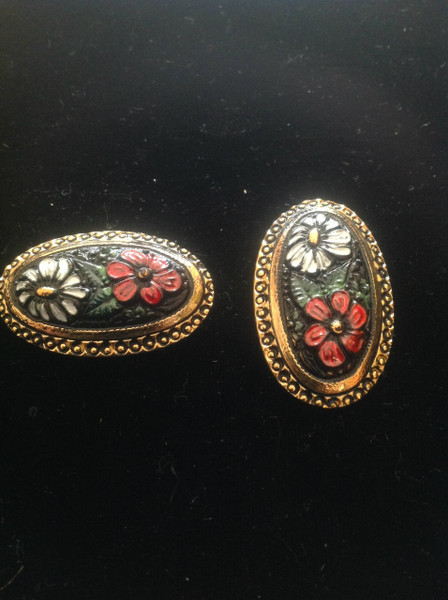 1.5 inch Long Oval Two - Flower Button