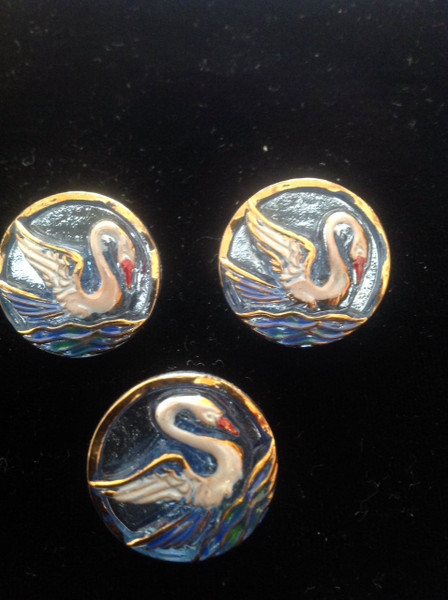 18mm Swan Hand Made Button