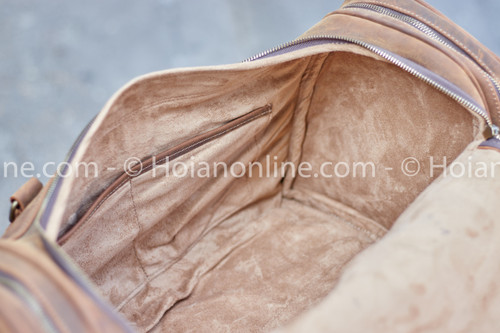 Fabric lined interior to protect your garments