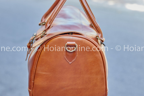 Carefully sitiched details and high-quality materials are the key compnents in all our leather items
