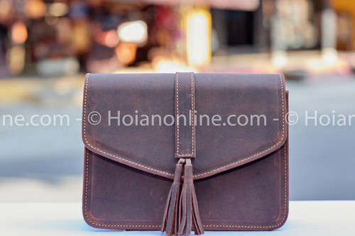 Elegant design, perfect sitching and highly durable natural leather make this beautiful purse the gift that keeps on giving
