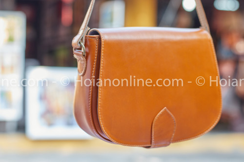 Understated style and classic sophistication are what this premium hand stitched leather purse is all about